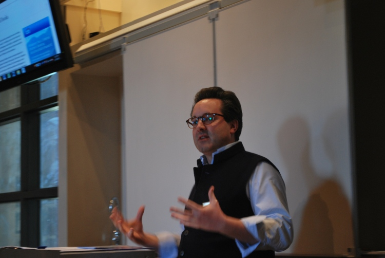 Will Lyons, a Londoner who writes regularly for the Wall Street Journal led a tasting session, with Joe Czerwinski from Wine Enthusiast magazine, on Napa Valley sauvignon blanc. Emphasis was placed on composition of various styles of tasting notes. The wines ranged from a simple $20 bottling all the way to a triple figure, oak-aged production.