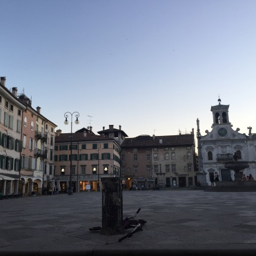 The historical capital of Friuli, Udine has a metropolitan population of nearly 176,000. On a sleepy Sunday evening you'd be hard pressed to believe that.